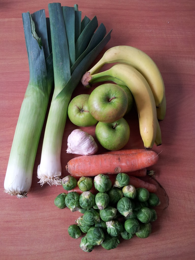 My Tuesday market purchases! Leeks, apples, bananas, garlic, carrots and brussel sprouts which came to a whopping €4,60!