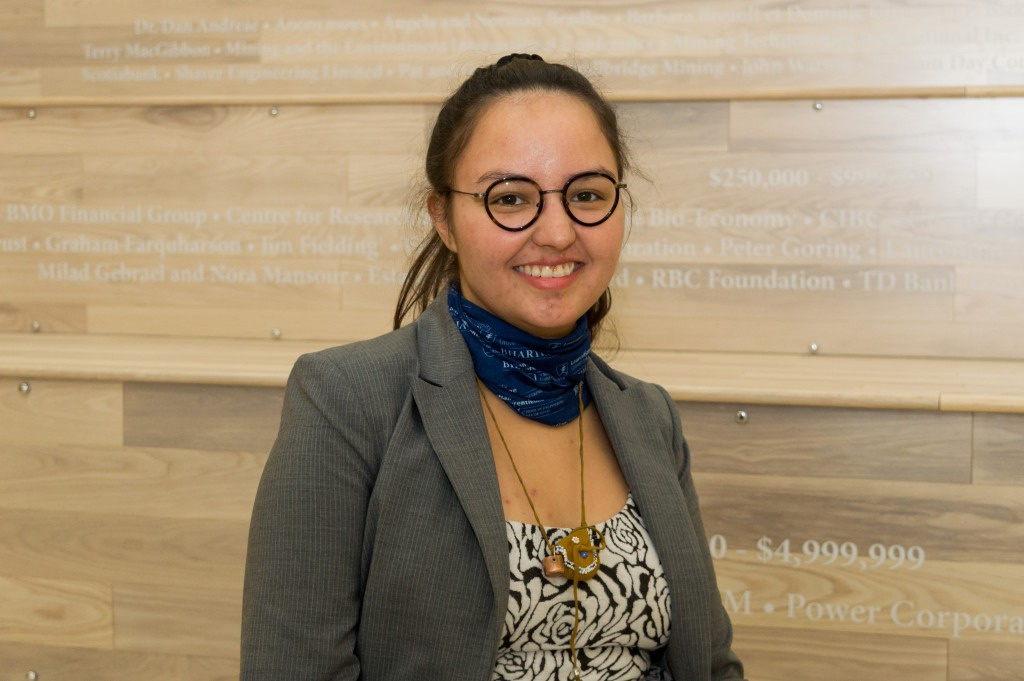 Kaella-Marie Earle, étudiante en génie chimique à l'Université Laurentienne, dit qu'elle espère encourager d'autres jeunes autochtones à surmonter et aider à abattre les mêmes obstacles auxquels elle a fait face, pour faciliter la tâche aux futurs étudiants autochtones. Photo par Jonathan Migneault